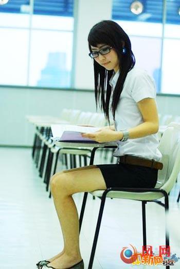 泰国女生校服_泰国女学生校服太过性感暴露 引发全国性不满(图)