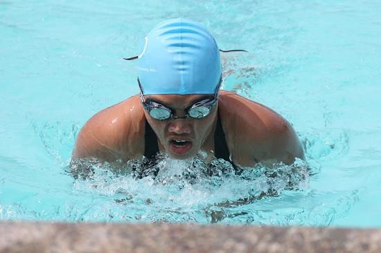 游泳 脊椎病 姿势