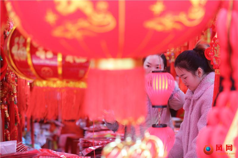 镜头 过年 春节 年货 佩奇 小猪佩奇