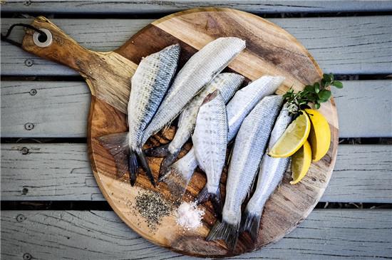 喉咙卡了鱼刺 鱼 吞米饭 喝醋 正确方式