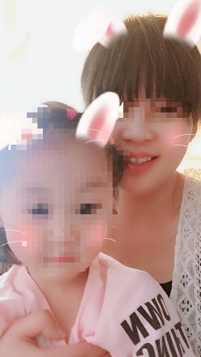 刘悦和女儿的合影.jpg