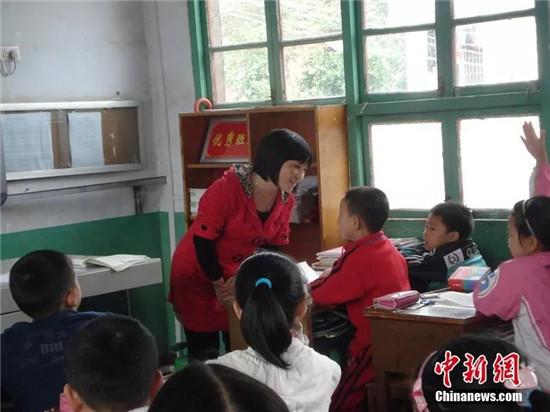 山村女教师 英子姐姐 网络助学