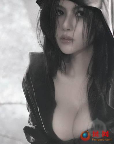 """潘霜霜全新""""欲照""""曝光 COS妖姬妩媚"""