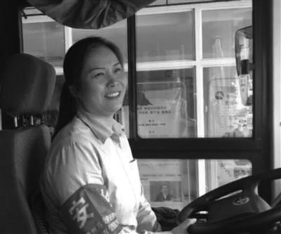 月饼 公交女司机