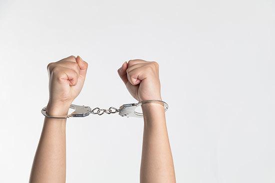 女子 逃债 怀孕 拘留