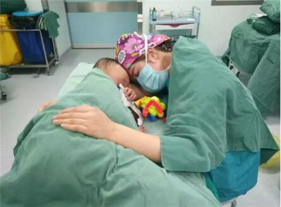 手术床 姿势 临时妈妈 最美天使 正能量