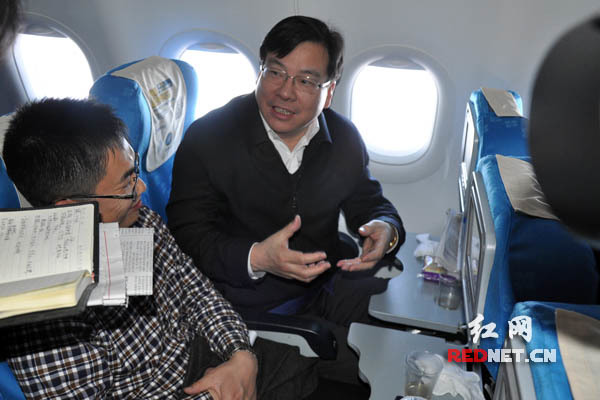 在湘全国政协委员抵京 政协委员 两会 在湘全国政协委员为民生热点建言献策