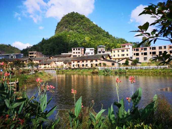 群山环绕的东源村,像一个天然的氧吧,空气清新、沁人心脾。.jpg